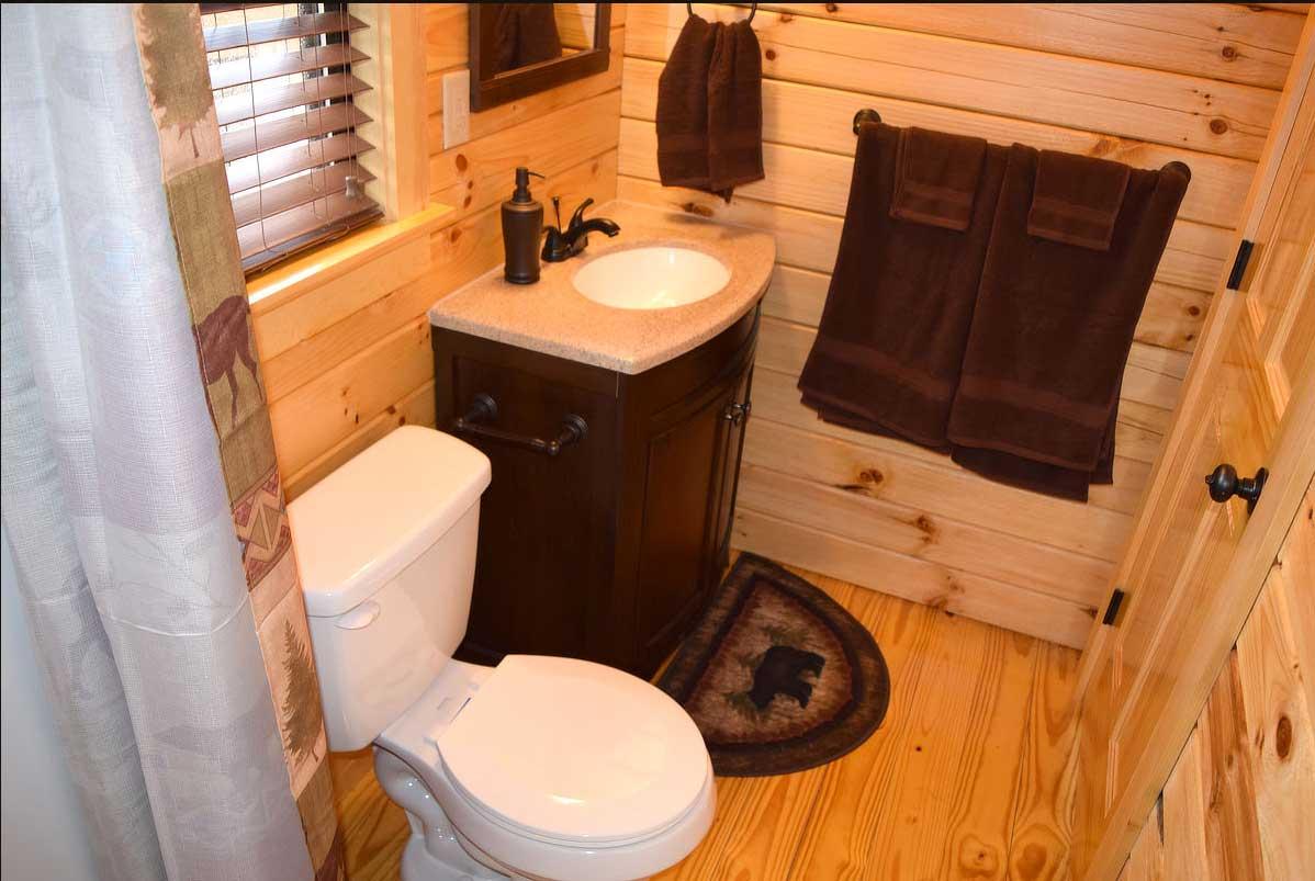 Holly Camp Cottage Bathroom at Wilderness Presidential Resort